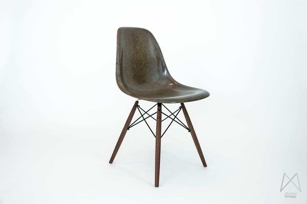 Design stuhl eames charles eames lounge chair bauhaus for Design mobel eames