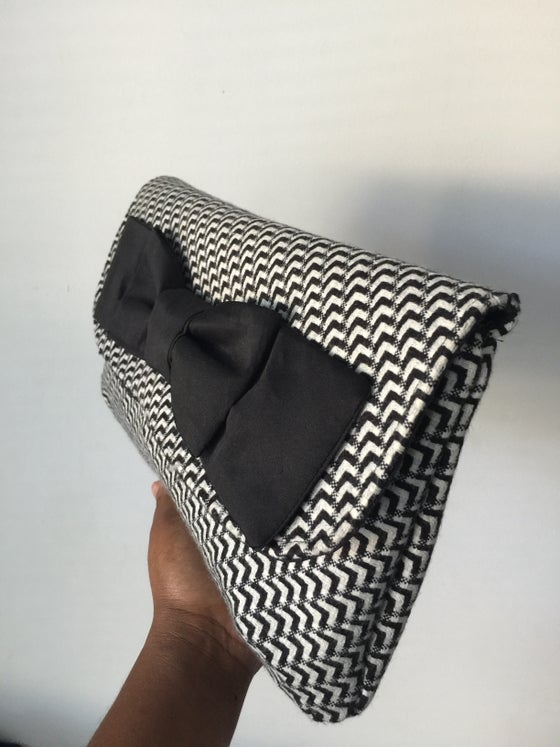 Image of Lady Houndstooth clutch