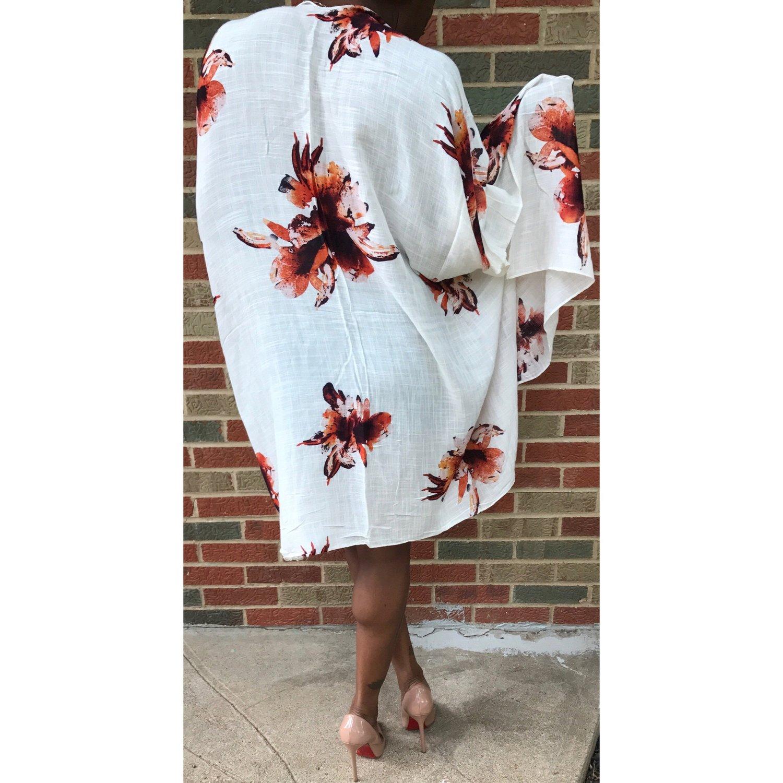 Image of Lonni Kimono