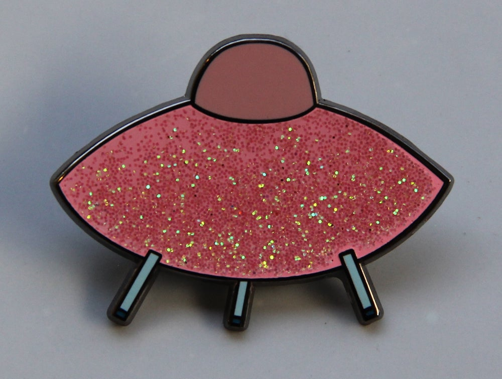 Image of Glitter Saucer Pin (Pink)