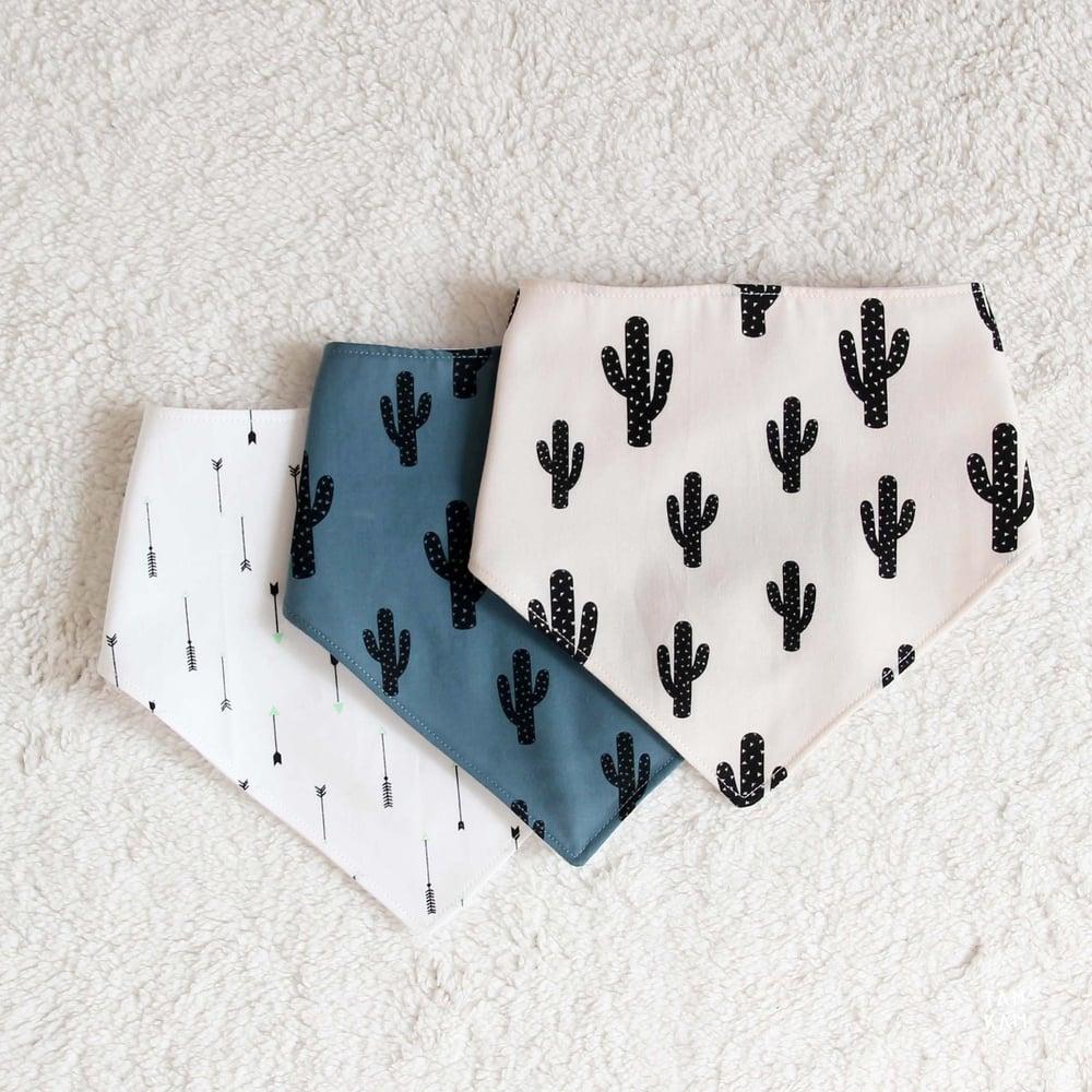 Image of ♡ Bavoirs bandanas de dentition - coloris au choix ♡