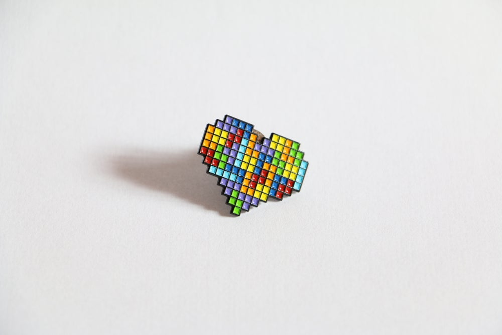 Image of 'COMPLETE HEART' ENAMEL PIN !