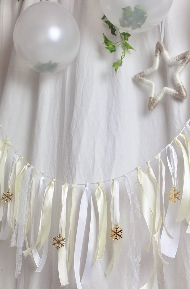 Image of Festive snowflakes ribbon garland