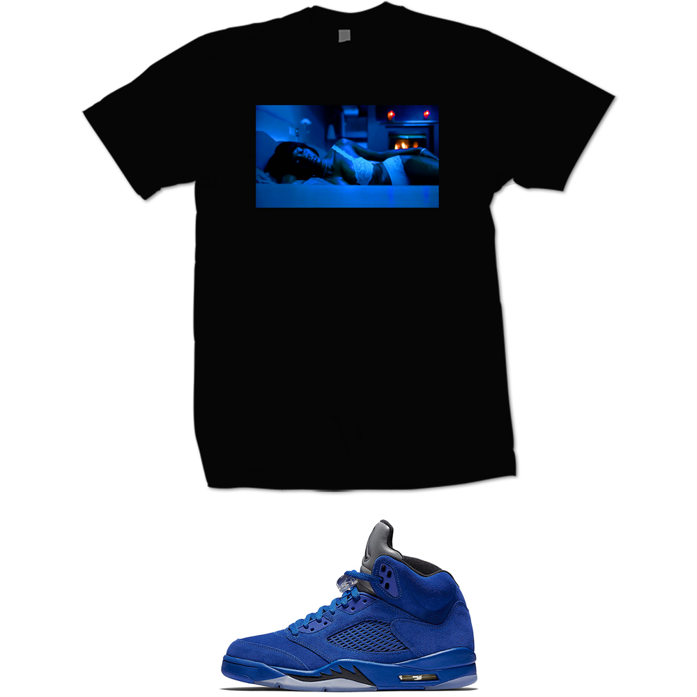Image of KISHA RETRO 5 BLUE SUEDE  T SHIRT - BLACK