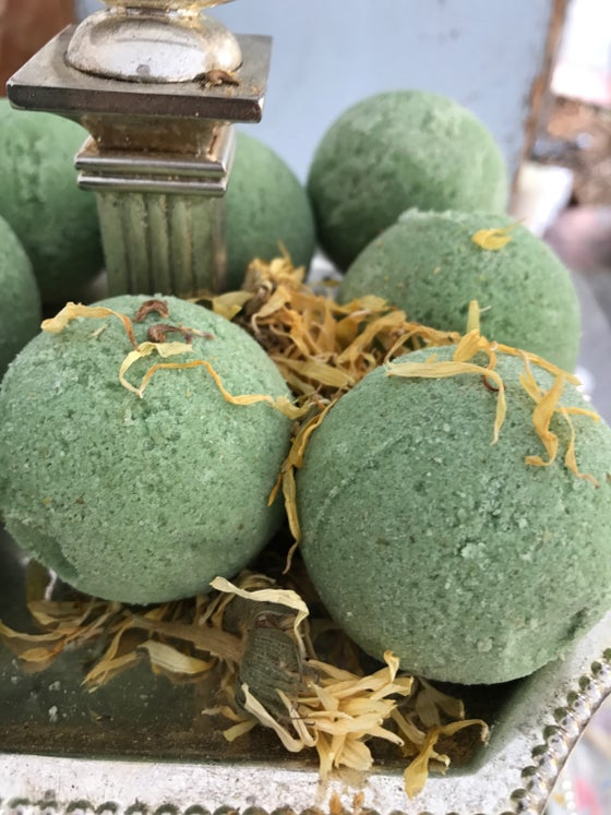 Image of Mint Bath Bomb