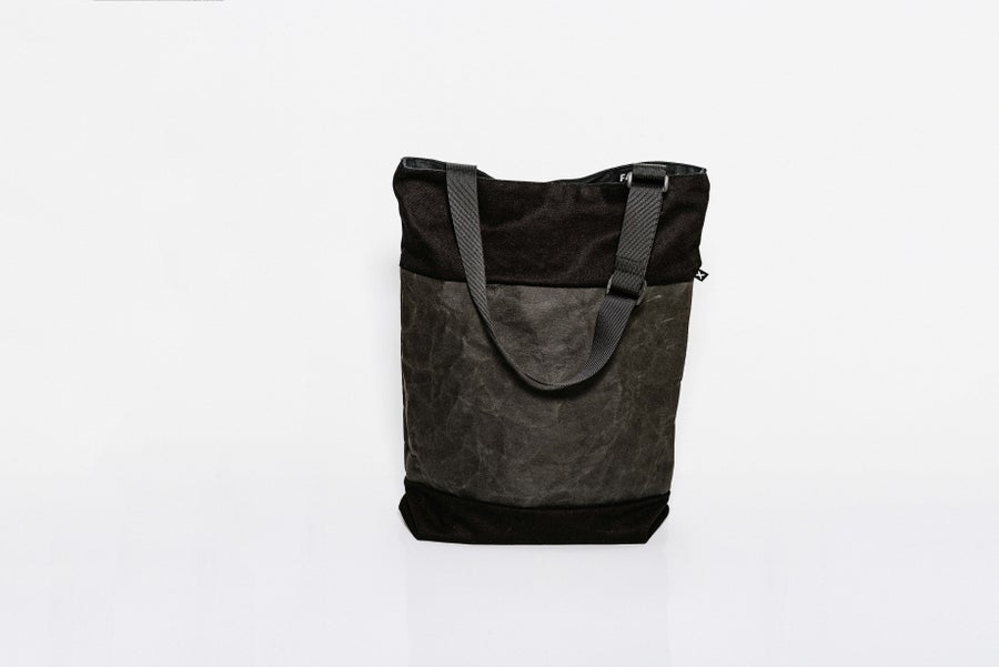 Image of Shopper BLACK ON BLACK