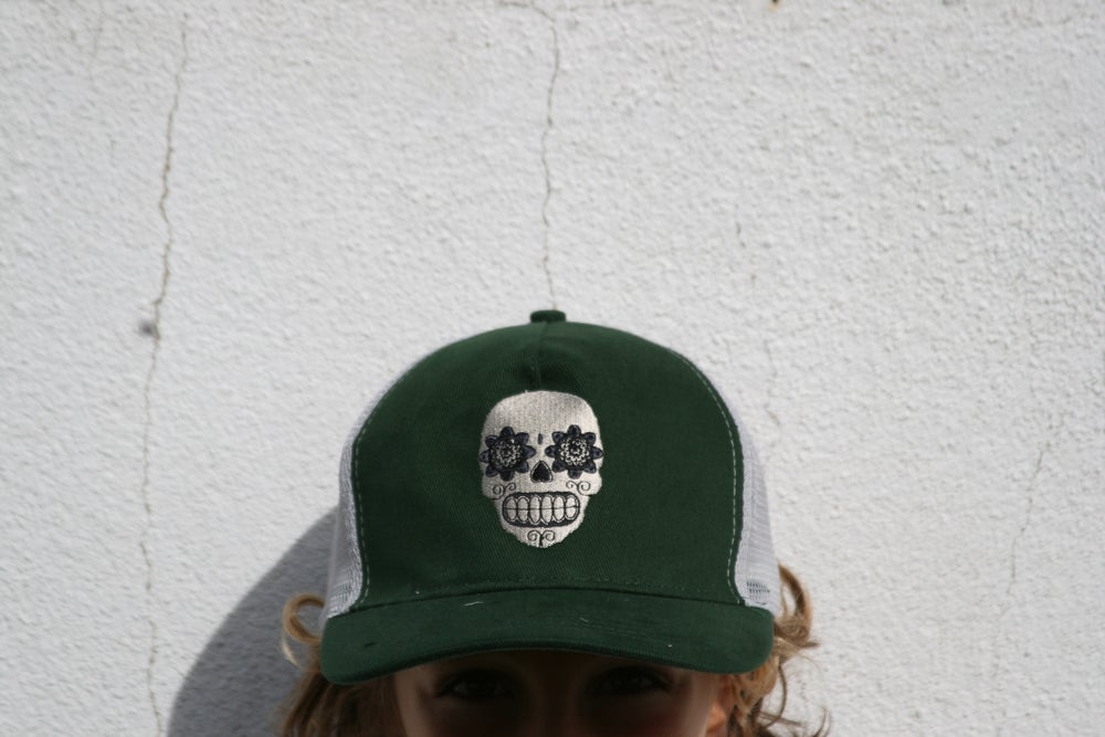 "Image of Trucker ""skull"" hat"