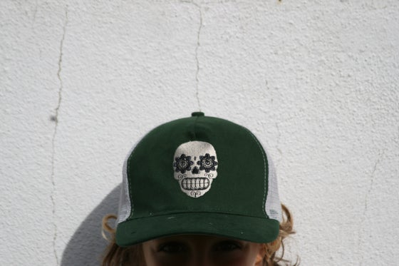 "Image of Trucker ""skull"" hat"