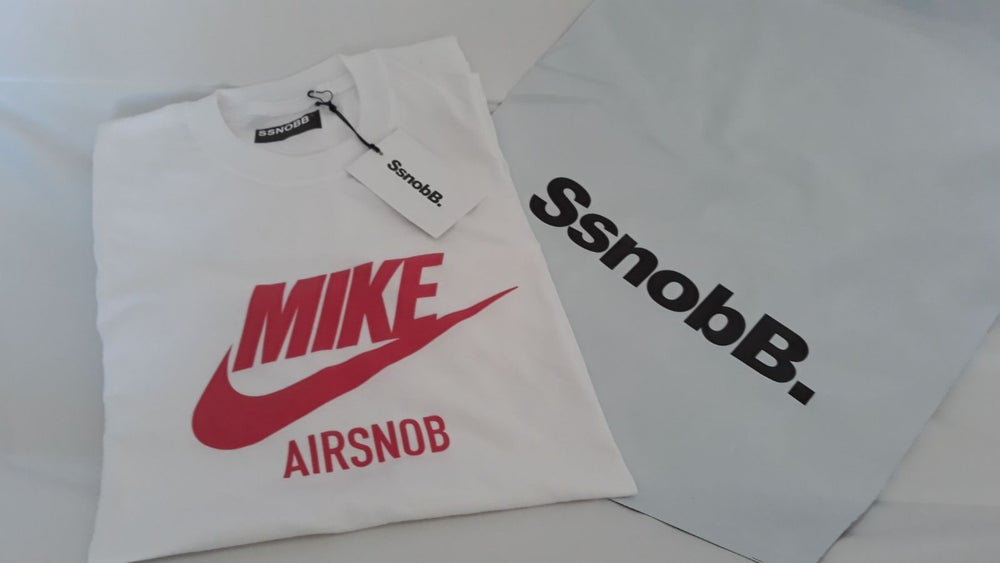 "Image of ""MIKE AIRSNOB"" Tee"