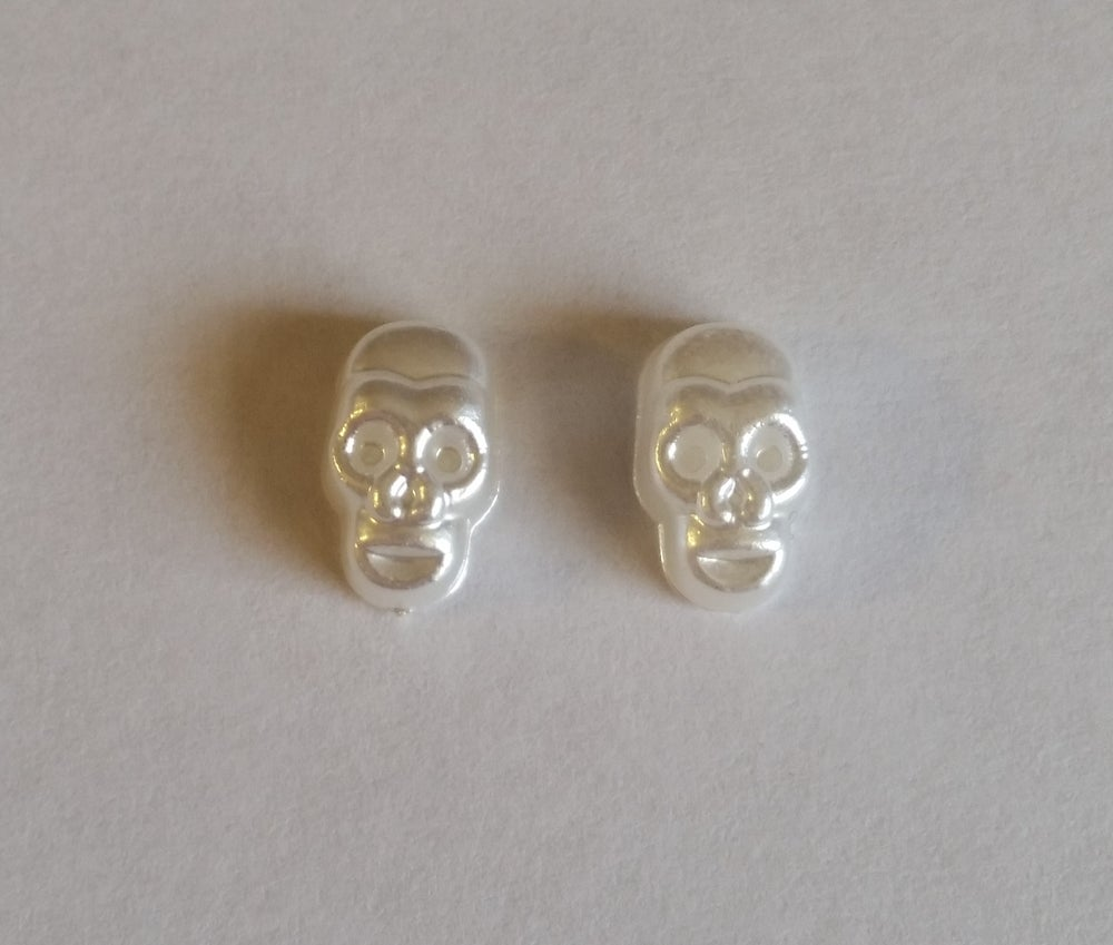 Image of Pearly Skull Charms (2pcs) PEARL 13x8mm