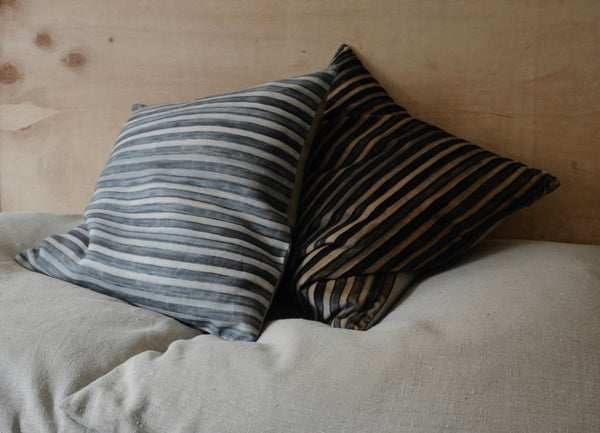 Image of MARINE/GREY PRINTED LINEN STRIPE - natural linen back