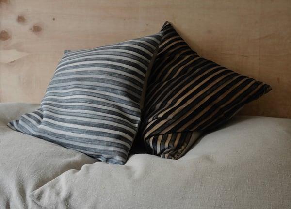 Image of MARINE/GREY PRINTED LINEN STRIPE - natural linen back