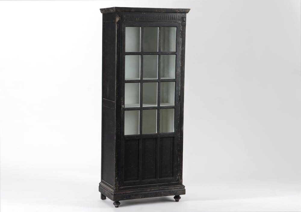 Image of Armadio vetrina vintage elegante con patina invecchiata