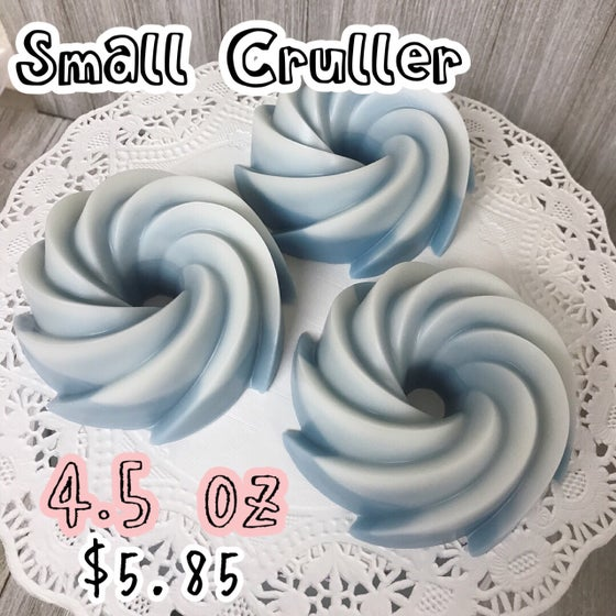 Image of Small Cruller Wax Cake, 4.5 oz.