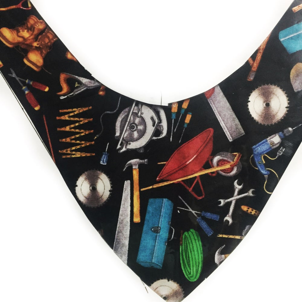 little tradie tool box bandana bib photo is an approx example of