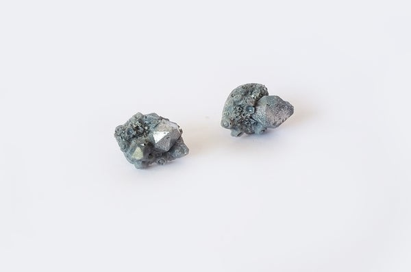 Image of CRYSTAL CLUSTER STUDS - Grey