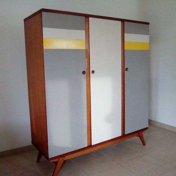 Image of Grande armoire vintage - 3 portes pieds compas