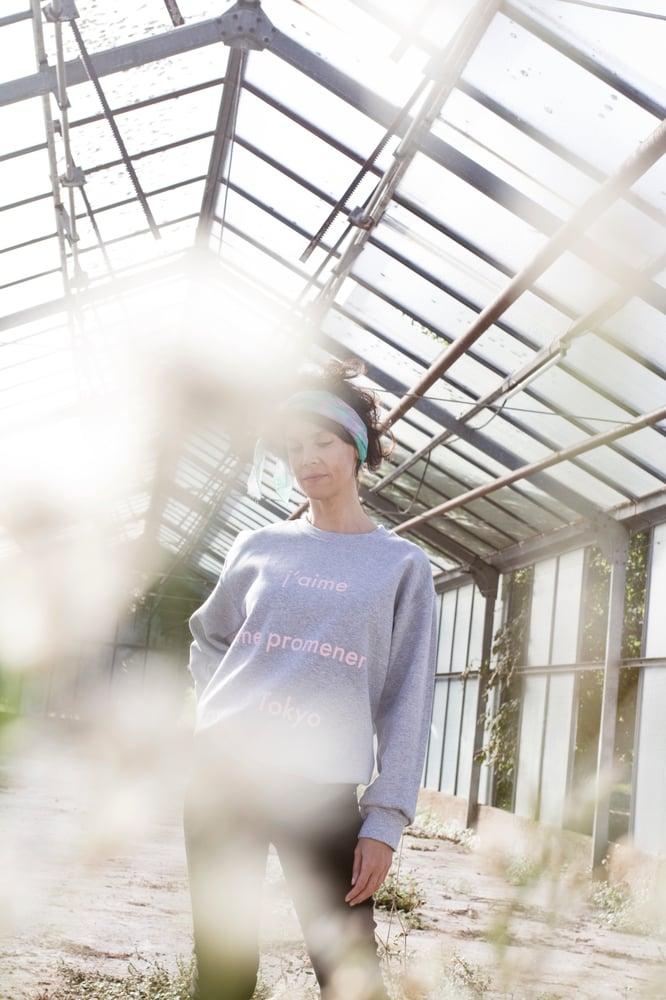 Image of Sudadera J'aime me promener a Tokyo rosa