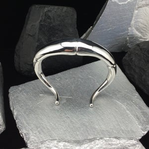 Image of SILVER DOUBLE TAPERD TENDRIL CUFF BRACELET II