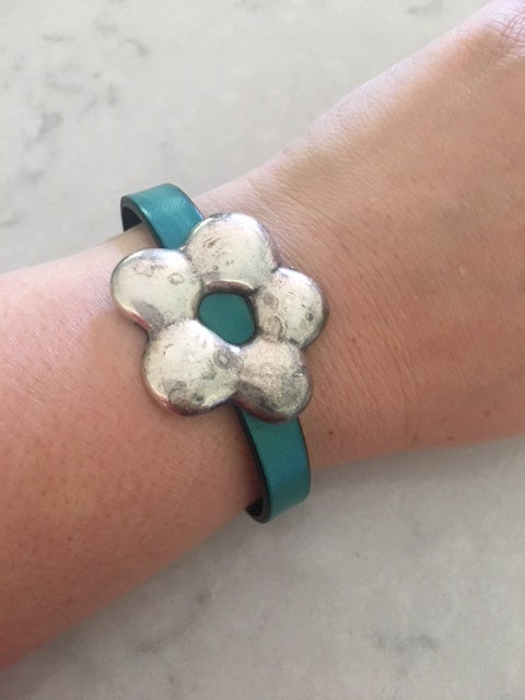 Image of Antique Daisy in Leather