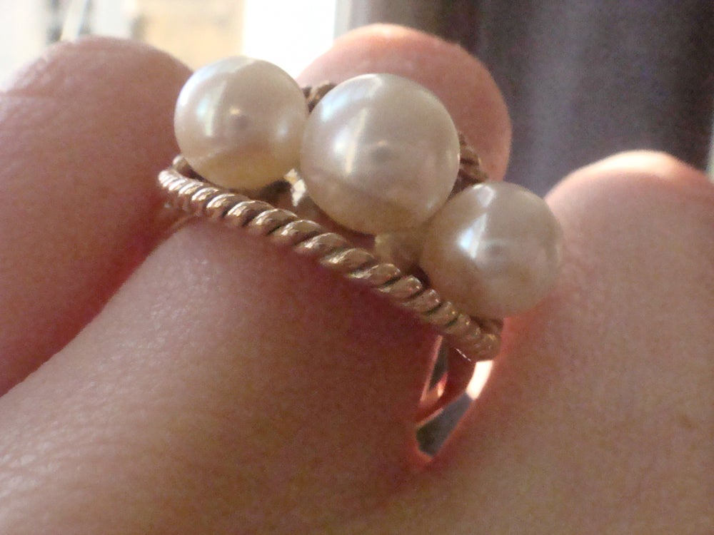 Image of STUNNING RETRO 14CT CULTURED PEARL RING