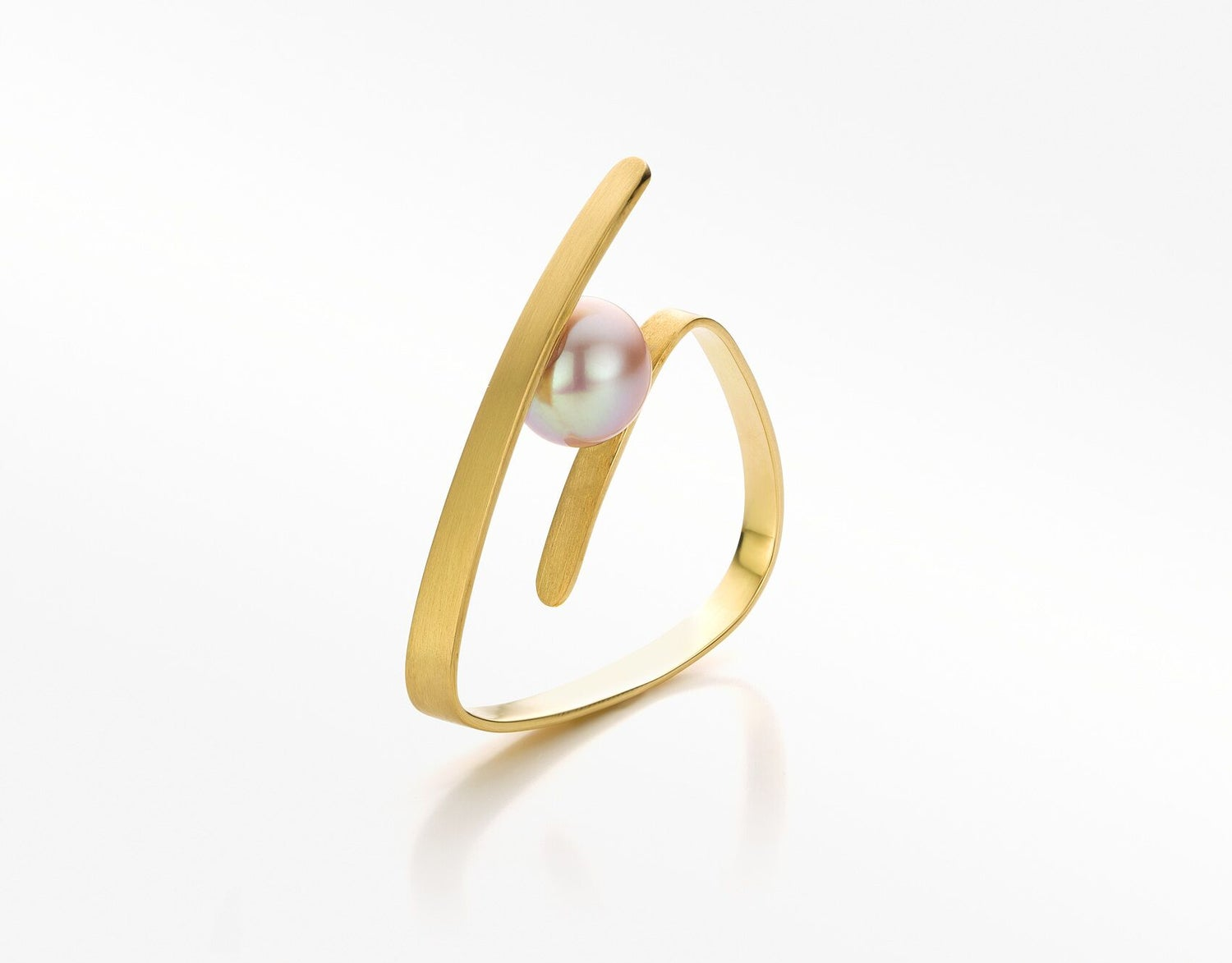 Image of 'Pure Line' ring gold pink pearl - ring in geelgoud met roze parel