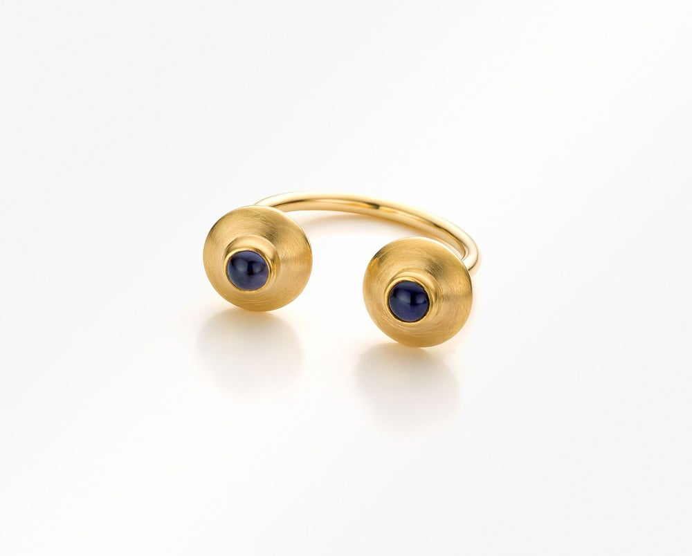 Image of verlovingsring - trouwring in geelgoud met ioliet / engagementsring in gold and blue iolite