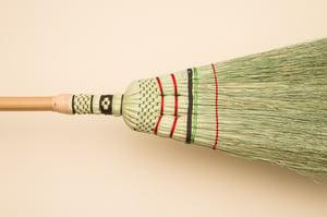 Image of traditioneller Handbesen