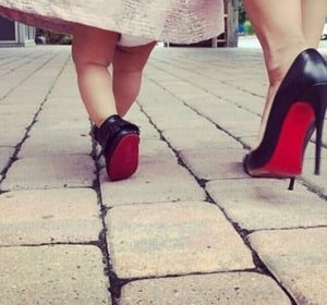 Image of Moccs cuir noeud noir with red sole