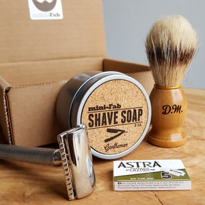 Image of Shave Kit - Safety Razor - Personalized Shaving Set with Razor, Brush,  Razor Blades, & Gift Box