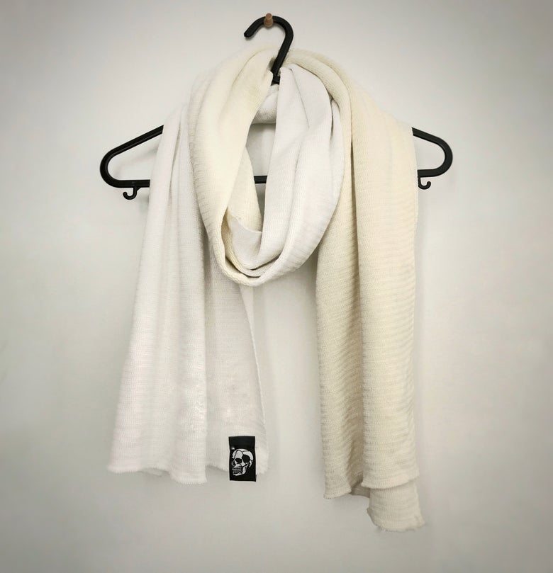 Image of Strange two-tone scull scarf (White/Bone)
