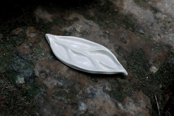 Image of handcrafted leaf ceramic mixing palette