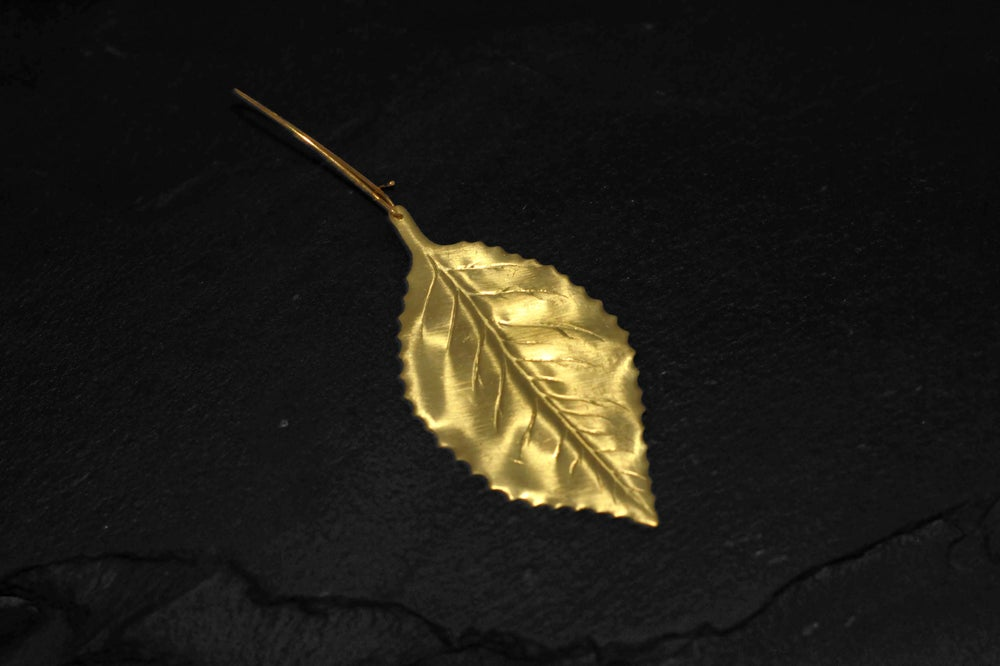 Image of Classic leaf with raw aqua marine Neclace in brass