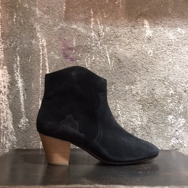 Image of ISABEL MARANT - Bottines en daim Dicker  Black