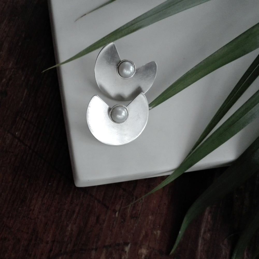 Image of Wings - Silver circle earrings