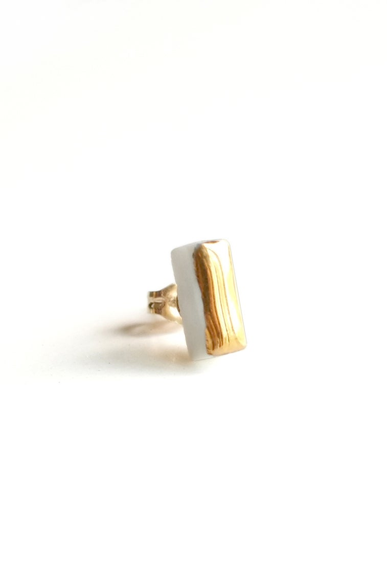 Image of gold bar earring