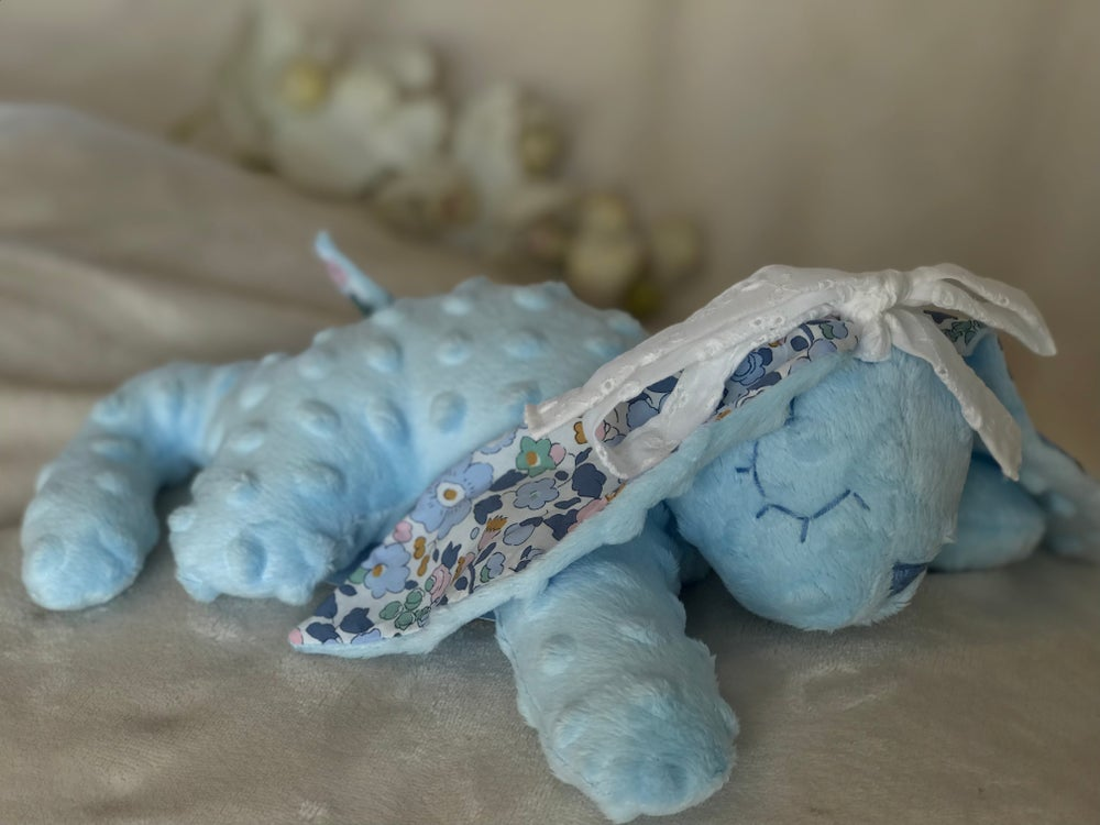 Image of Doudou Varicelle Bleue / Liberty Betsy Denim noeud blanc