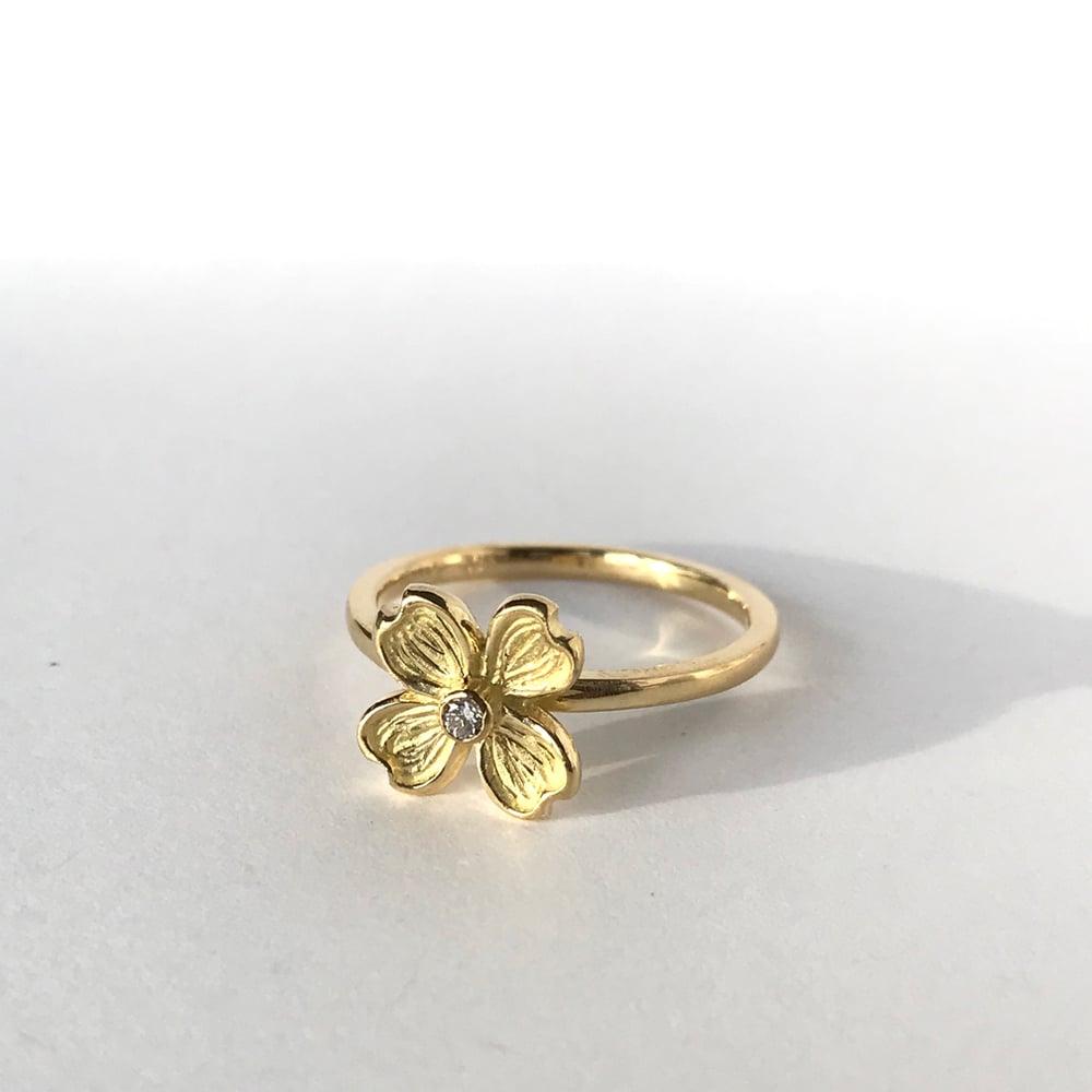 Image of Dogwood Single Flower 18K Diamond Ring