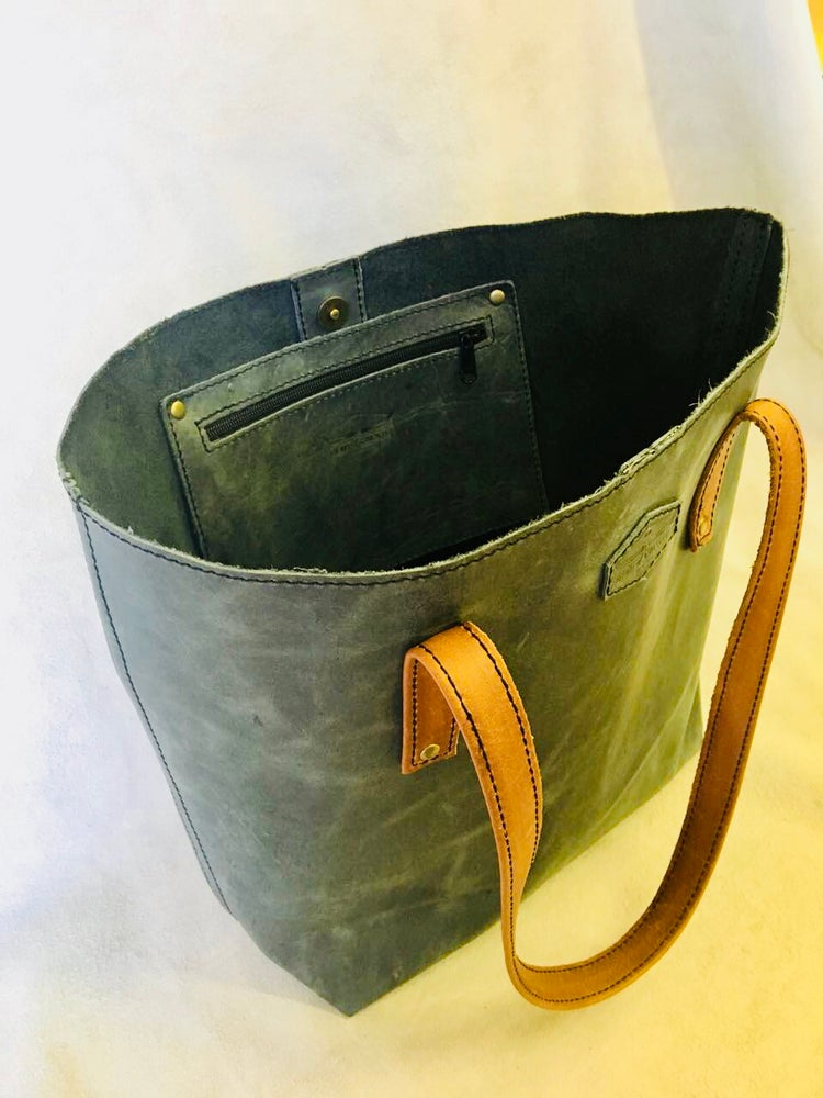 Image of 'Savuti' Oversized Leather Tote
