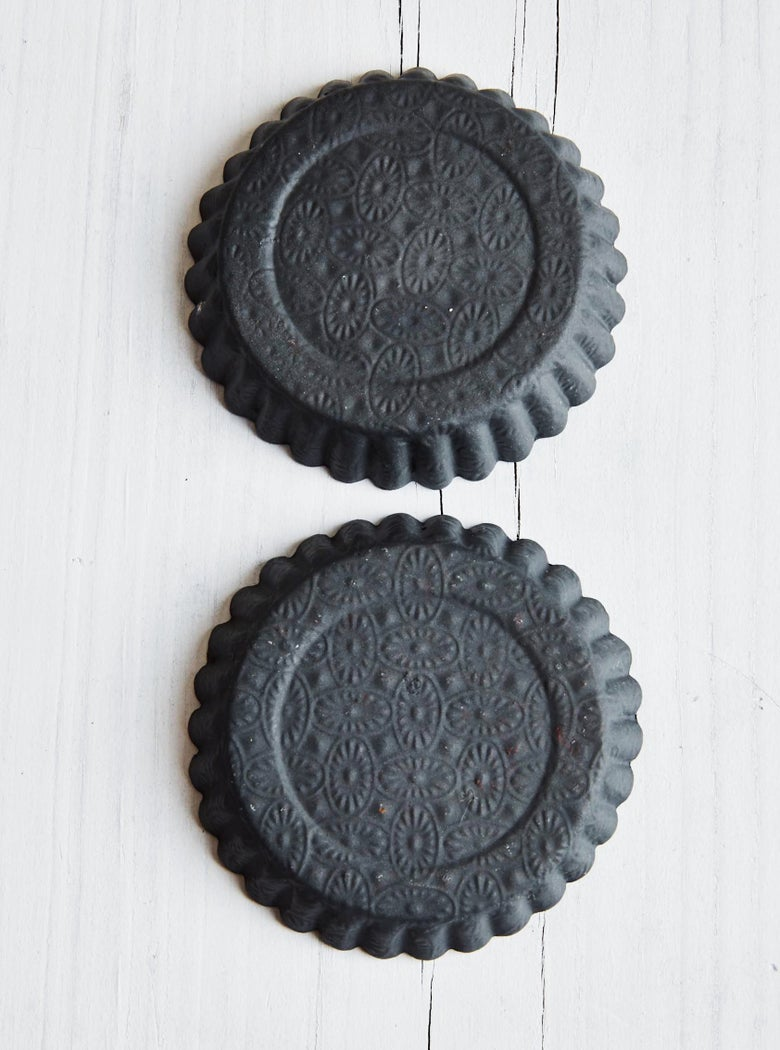 Image of embossed charcoal tart dish (back-order)
