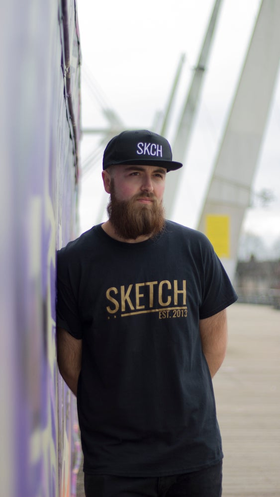 Image of BLACK & GOLD SKETCH TEE