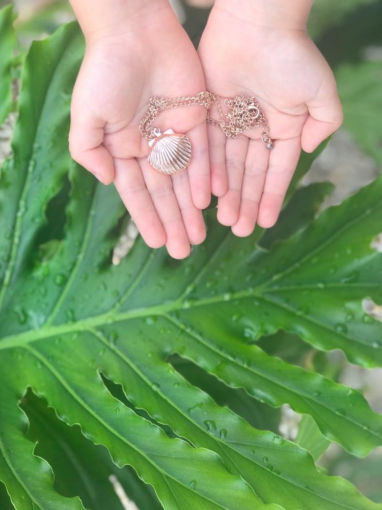 Image of seashell locket | rose gold