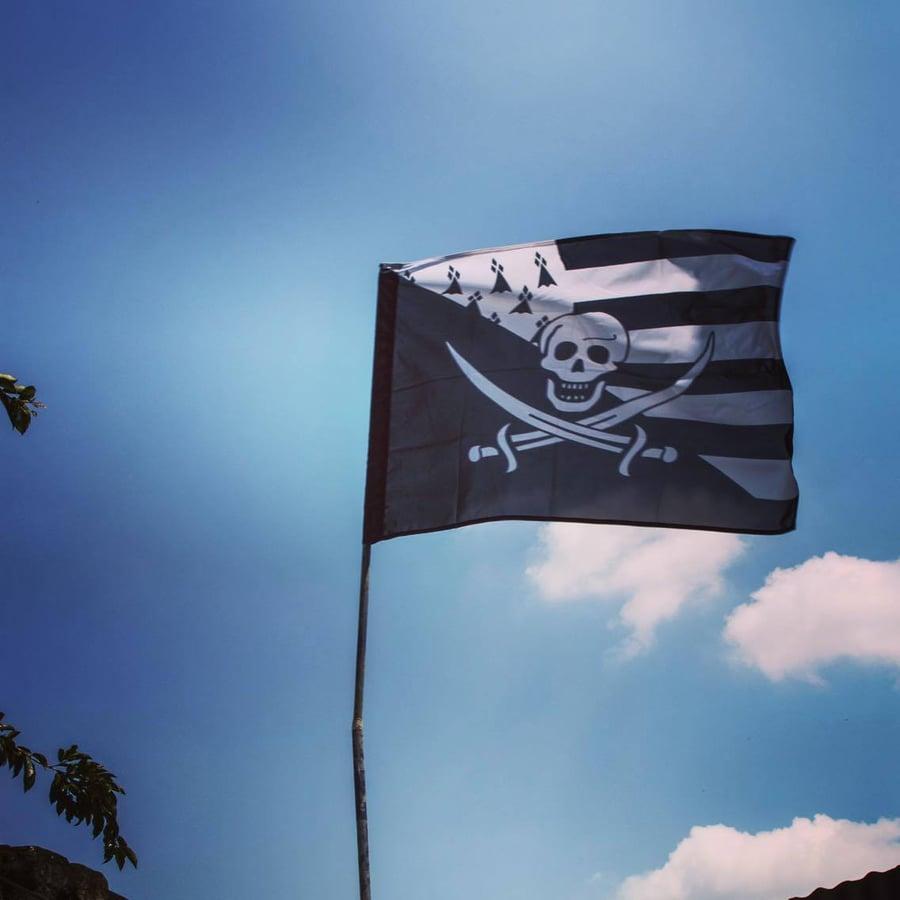 "Image of Grand drapeau ""Pirate Breton"" (120*80 cm)"