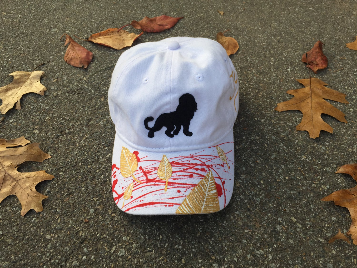 """Image of León """"dad"""" hat (White/Gold Leaves) Fall Edition"""