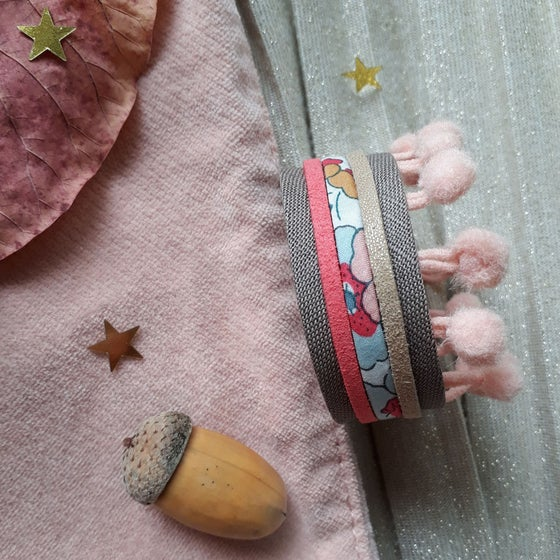Image of Bracelet *fillette* - manchette pompons : taupe et rose