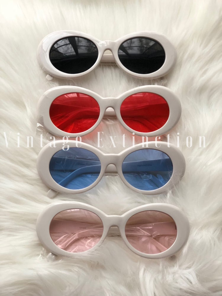 "Image of White ""Mo Money"" Frames 🔥 Unisex"