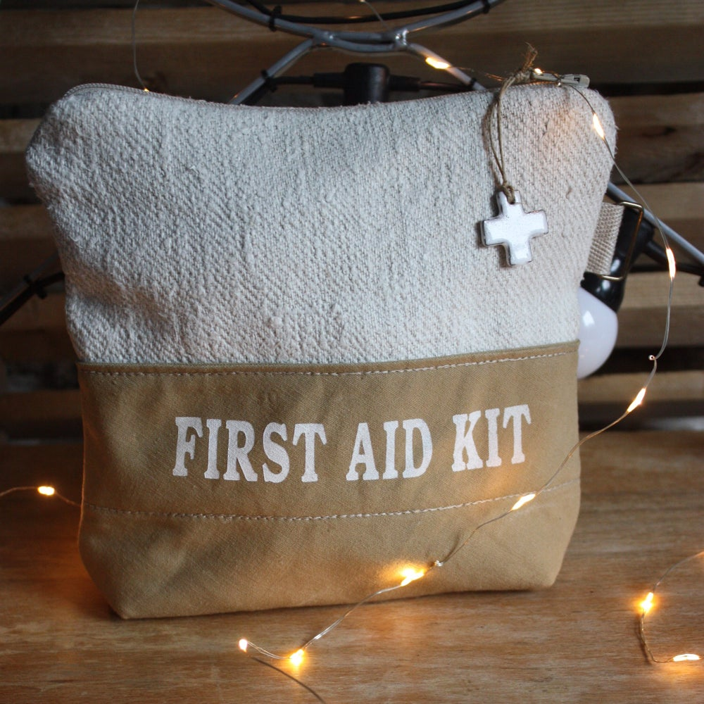 Image of Grande pochette FIRST AID KIT.