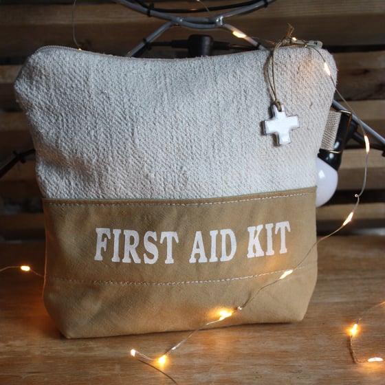 Image of Grande pochette FIRST AID KIT.
