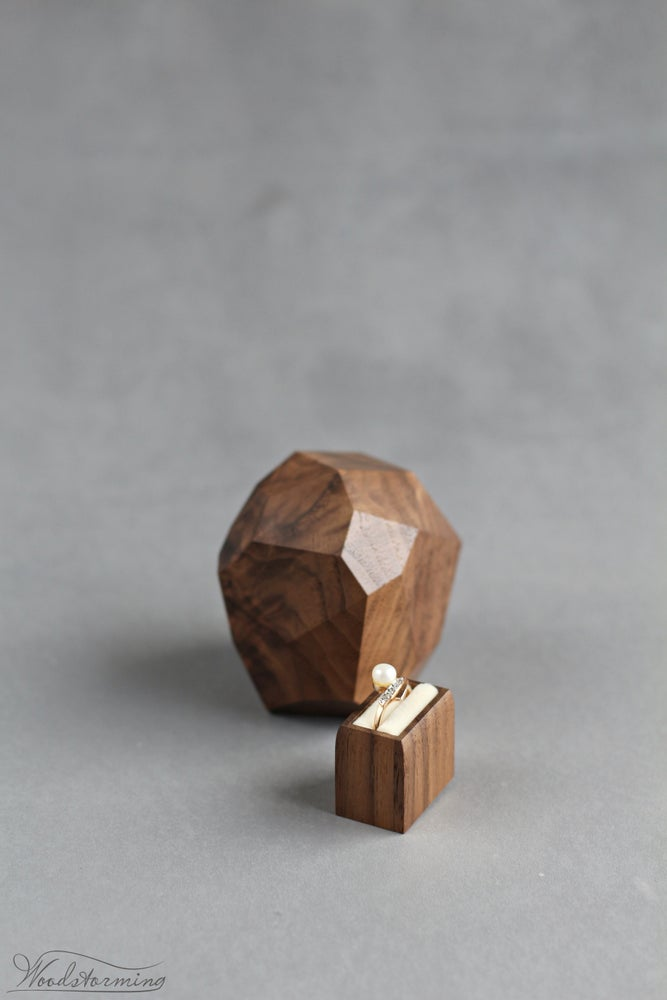 Image of Faceted ring box by Woodstorming
