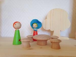 Image of CréaKit : Table Champignon + 4 sièges + 2 personnages